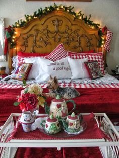 Christmas Decor for the Bedroom - one of these years I'm gonna have me some Christmas bedding!
