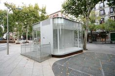 Love the glass. Amazing Architecture, Pavilion, Home Art, Madrid, Shed, Uk Images, Outdoor Structures, Patio, Food Trucks