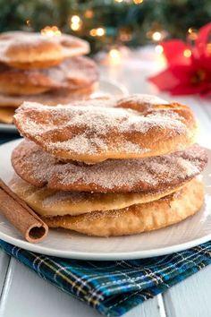 Easy recipe for Mexican Buñuelos using flour tortillas! A Christmas holiday favorite but yummy anytime of the year! Mexican Bunuelos Recipe, Tortilla Dessert, Tortilla Recipes, Burritos, Cinnamon Sugar Tortillas, Recipes Using Flour Tortillas, Enchiladas, Mexican Pastries, Gastronomia