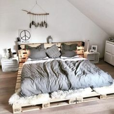 Fine 70 DIY Rustic Decor Ideas The lovely rustic decor plan is the part of this bedroom. The speaking charm of the bedroom is just because of it's heart-wining furniture design. Pallet Furniture, Rustic Furniture, Furniture Design, Bedroom Furniture, Minamilist Bedroom, Night Bedroom, Wooden Bedroom, Cheap Furniture, Furniture Plans