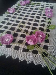 Needle Lace Fuchsia Examples We shared 80 beautiful wonderful needle lace fuchsia models according t Weaving Patterns, Baby Knitting Patterns, Lace Knitting, Crochet Patterns, Hand Embroidery Designs, Ribbon Embroidery, Knit Art, Yarn Thread, Brazilian Embroidery