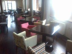 Κάντε click για μεγέθυνση Conference Room, Tables, Furniture, Home Decor, Mesas, Meeting Rooms, Table, Interior Design, Home Interior Design
