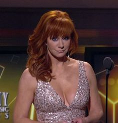 "Reba McEntire is truly a blessing ! Along with her,,(""Big Sexy Tits 😍😋 😘💨 💨"") ! Country Female Singers, Country Music Artists, Country Music Stars, Beautiful Redhead, Beautiful Celebrities, Sandro, Dolly Parton Pictures, Reba Mcentire, Hottest Redheads"