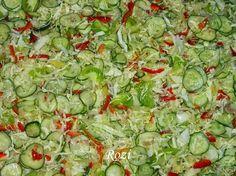 Hozzávalók: •2 fő káposzta •2 kg uborka •2 kg paradicsompaprika és zöldpaprika •1 kg zöld paradicsom •50 dkg hagyma •Szemes bors, mus... Low Carb Recipes, Cooking Recipes, Hungarian Recipes, Ketchup, Lettuce, Guacamole, Salad Recipes, Cabbage, Food And Drink