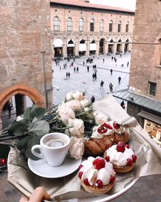 Imagem de coffee, food, and breakfast Coffee Break, Coffee Time, Tea Time, Coffee Coffee, Morning Coffee, Momento Cafe, Brunch, Diy Food, Cravings