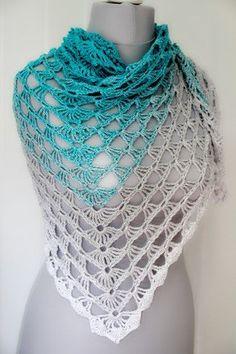"Dreieckstuch häkeln / Stola häkeln / Anfänger - Anfänger Häkelanleitung Dreieckstuch, Tuch, Stola ""Azoren"" Imágenes efectivas que le proporci - Poncho Crochet, Crochet Triangle Scarf, Poncho Knitting Patterns, Chunky Crochet, Knitted Shawls, Crochet Scarves, Crochet Lace, Chunky Yarn, Crochet Edging Patterns"