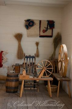 Weaver's shop at the Wythe Lumber House. Spinning wheels and other tools and finished products. Williamsburg Virginia, Colonial Williamsburg, Spinning Yarn, Spinning Wheels, Hand Spinning, Modern Tools, Colonial America, Primitive Gatherings, Old Tools