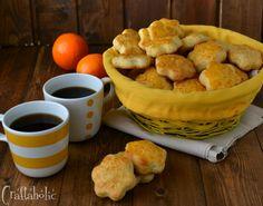 Τα πιο αφράτα κουλουράκια πορτοκαλιού που φτιάξατε ποτέ. Η συνταγή είναι εύκολη και βγαίνουν πάρα πολλά κομμάτια. Το σπίτι σας θα μοσχοβολήσει! Cookie Cups, Pastry Cake, Easter Recipes, Pretzel Bites, Biscuits, Sweet Tooth, Recipies, Deserts, Muffin