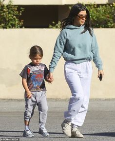 Kourtney Kardashian hid her toned and fit physique on Tuesday as she stepped out with her son, Reign, five, to grab some coffee in Los Angeles. Robert Kardashian, Khloe Kardashian, Kendall, Kylie, Kids Winter Fashion, Kids Fashion Boy, Girl Fashion, Scott Disick, Kardashian Kollection