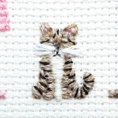 We cannot have a cat because someone at home is allergic so I content my self by stitching them I know there are a lot of cat lovers between you. Rise your hand and let me know! Crewel Embroidery, Cross Stitch Embroidery, Cross Stitch Patterns, Cross Stitch Cards, Cross Stitching, Cross Stitch Family, Cross Stitch Needles, Needle And Thread, Crochet Stitches