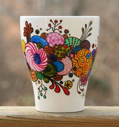 Creative Hand Painted Coffee Mug Designs Painted Coffee Mugs, Hand Painted Mugs, Painted Cups, Sharpie Crafts, Sharpie Art, Sharpies, Pottery Painting, Ceramic Painting, Diy Becher