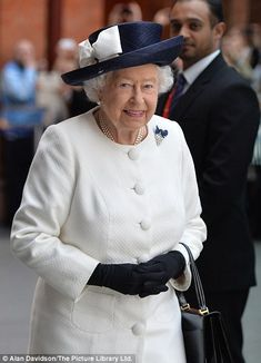 Ahead of the visit to France, The Queen and The Duke of Edinburgh mark the anniversary of the Channel Tunnel at the Eurostar Platform at St Pancras International Station in London Hm The Queen, Royal Queen, Her Majesty The Queen, Save The Queen, Celebrity News, Celebrity Babies, Celebrity Couples, Celebrity Photos, Celebrity Style