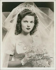Shirley Temple poses in her wedding gown prior to her wedding with John Agar in Hollywood, September 1945 1940s Wedding, Wedding Day, Temple Wedding, Wedding Vows, Shirley Temple, Actrices Hollywood, Vintage Bridal, Vintage Hollywood, Classic Hollywood