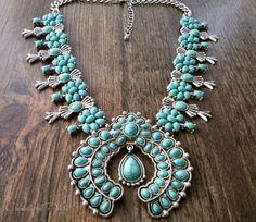 Squash blossom necklace. Navajo style necklace. por CaneladePlata