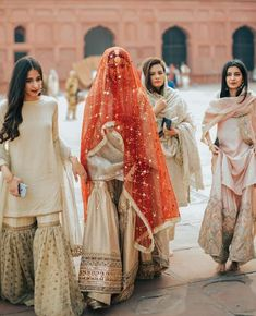 What a beautiful photo, team bride gorgeousness 💍 Tradition and culture is such a magical thing 🙌🏽 Photo by Pakistani Fashion Party Wear, Pakistani Wedding Outfits, Pakistani Dresses Casual, Pakistani Wedding Dresses, Pakistani Dress Design, Indian Dresses, Indian Outfits, Bridal Outfits, Nikkah Dress