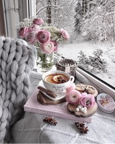 🌸 Tea with cinnamon sticks and lemon slices are sooo tasteful 😍😍😍 what was your first drink this morning? Coffee And Books, Coffee Love, Coffee Break, Morning Coffee, Coffee Pics, Happy Morning, Orange Slices, Afternoon Tea, Cinnamon Sticks