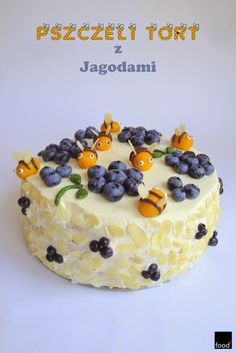 food²: Layer cake with blueberries and marzipan bees