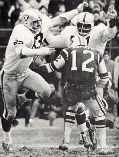 A collection of classic, vintage photos of past NFL player Ben Davidson who played 11 years for the Packers, Redskins and Oakland Raiders. Okland Raiders, Oakland Raiders Football, Raiders Baby, Football Boys, School Football, Pittsburgh Steelers, Football Players, Dallas Cowboys, World Football League