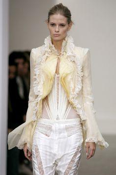Balenciaga at Paris Fashion Week Spring 2006 - Runway Photos