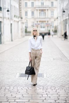 Spring fashion, skinny scarf, white shirt.