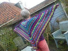 South Bay shawl gemaakt van allerlei restjes
