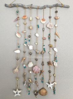 Schelpen mobiel maken - Homemade by Joke shells Seashell Wind Chimes, Diy Wind Chimes, Seashell Art, Seashell Crafts, Beach Crafts, Home Crafts, Arts And Crafts, Seashell Projects, Driftwood Crafts