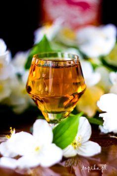 Topika: Jaśminówka Irish Cream, White Wine, Vodka, Wine Glass, Alcoholic Drinks, Tableware, Food, Liqueurs, Merry