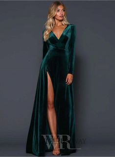 A beautiful full length dress by Elle Zeitoune. A velvet gown featuring a deep v-neckline and high side split. Elegant Dresses, Pretty Dresses, Beautiful Dresses, Formal Dresses, Long Sleeve Formal Dress, Long Sleeve Chiffon Dress, Split Prom Dresses, Velvet Gown, Velvet Dress Formal