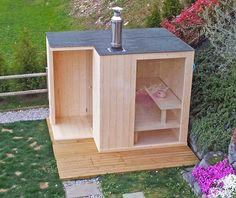 Wellness Garten Sauna Cubo - Maybe with a smaller pane of glass, looking out at the woods would be n Diy Sauna, Sauna Ideas, Sauna House, Sauna Room, Mobile Sauna, Building A Sauna, Sauna Shower, Sauna Design, Outdoor Sauna
