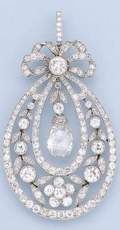 A BELLE EPOQUE DIAMOND PENDANT/NECKLACE, CIRCA 1910. Designed as a graduated floral wreath within diamond line borders suspending a central briolette-cut diamond to the bow surmount and fine link neckchain, millegrain setting, 5.1 cm. high. #BelleÉpoque #pendant