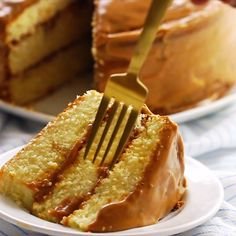 The Ultimate Real Deal Caramel Cake Recipe The best real Southern caramel cake recipe on the w Homemade Cake Recipes, Best Dessert Recipes, Cupcake Recipes, Sweet Recipes, Baking Recipes, Snack Recipes, Dessert Simple, Funfetti Kuchen, Caramel Frosting