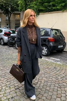 How to make animal print look expensive: Blanco Miro Looks Style, Style Me, How To Style, Dress Stores Near Me, Neutral Tops, Look Office, Look Street Style, Street Outfit, Mode Outfits