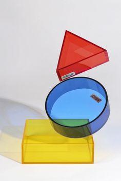 RYB Storage Trio  Design: KILJONG Size: Square20X20cm, CircleΦ19cm, Triangle15X13.5cm Material: Acrylic  색의 3원색을 모티브로 이루어진 평면도형 스토리지 트리오  도톰한 5mm 두께의 반투명 아크릴 소재로 만들어진 스토리지 용도의 아크릴 박스 입니다. 레드, 옐