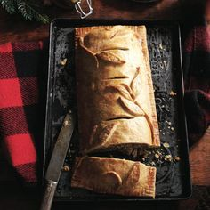 Traditional French-Canadian tourtiere is a flaky, savoury meat pie that is oh-so-fragrant and comforting in the winter. Canadian Dishes, Canadian Cuisine, Canadian Food, Canadian Recipes, Canadian Christmas, Canadian Holidays, French Christmas, Italian Pasta Recipes, French Recipes