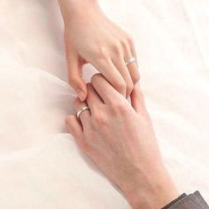 Cute Couple Art, Cute Couple Pictures, Hand Photography, Wedding Photography, Aesthetic Couple, Hands With Rings, Love Wallpapers Romantic, Couple Hands, Hand Pictures