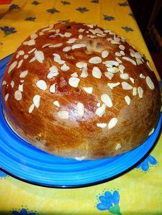 Postup při ručním zpracování těsta: uděláme kvásek, který po vzejití nalijeme do mísy, kde máme připravenu mouku - smíchanou s práškem do pečiva,... Hamburger, Pancakes, Food And Drink, Pudding, Breakfast, Desserts, Hampers, Kuchen, Breads