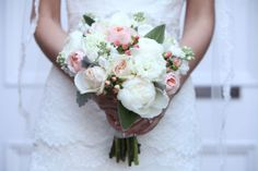 Copyright: Jennifer Bearden Photography Jennifer Bearden Photography www.jenniferbearden.com #weddings #charleston #chs #photography #bride #bouquet #white #pink