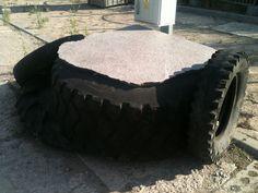 Pokud máte ojeté pneumatiky a poblíž šikovného kameníka, stylový stolek je na světě! Inspirace tentokráte z Polska.  http://www.pneumatiky.cz/