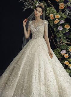 심플하고 깔끔한 라인에 고급스러운 소재를 바탕으로 크리스탈장식, 비즈장식 등으로 플로렌스웨딩만의 100% 수작업 드레스를 제작하고 있는 전문 디자이너 드레스샵 입니다. Pretty Wedding Dresses, Bridal Dresses, Wedding Gowns, Elegant Dresses For Women, Beautiful Dresses, Formal Dresses, Fairytale Dress, Wedding Wishes, Marie