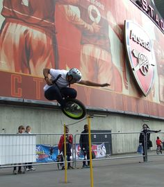 Extreme unicycle rider doing high jump..... Anyone an Arsenal fan??   www.streets-united.com