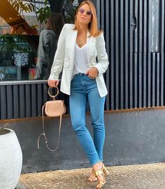 "Giulia Leite - Look Do Dia on Instagram: ""Bom dia!!!!"" Casual Work Outfits, Blazer Outfits, Look Fashion, Fashion Outfits, Look Blazer, Boho Accessories, Office Looks, Daily Look, All About Fashion"