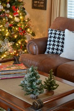 Christmas Tour~ #LivingRoom #hometour #holidayhometour #athomewiththebarkers