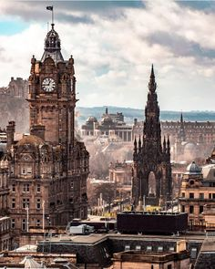 17 Photos of Edinburgh: Beautiful Cities in Scotland that Must Be Visited Visit Edinburgh, Edinburgh Castle, Edinburgh Scotland, Edinburgh Travel, Skye Scotland, England And Scotland, Scotland Travel, Scotland Vacation, Cool Places To Visit