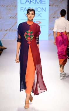 Kiran Uttam Ghosh Returned To The Runway At Lakmé Fashion Week With Beautiful Garments As Expected! Pakistani Outfits, Indian Outfits, Indian Attire, Indian Wear, Collection Eid, Lakme Fashion Week 2015, Mode Abaya, Look Short, Kurti Neck Designs