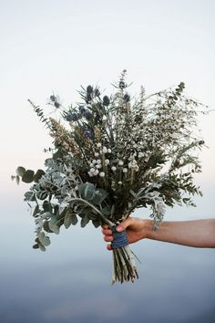 silvery wedding bouquet | Image by Elodie Winter