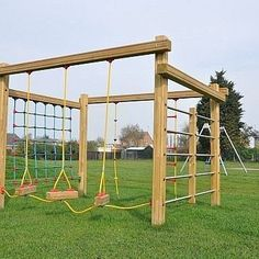 This multi-play playground equipment includes a net climbing frame and allows multiple children to play at the same time