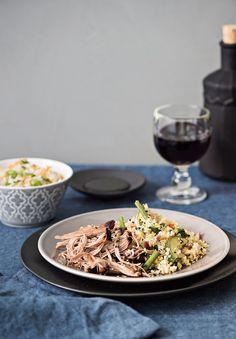 Resepti: Aasialainen nyhtölammas, kasvis-yrttikvinoa ja kaalisalaatti | Reseptit