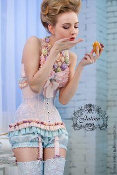 Birdie corset by Julina. So Marie Antoinette! Belle Lingerie, Vintage Lingerie, Sexy Lingerie, Burlesque Vintage, Pin Up, Corsets, Estilo Hippie, Mode Vintage, Vintage Style
