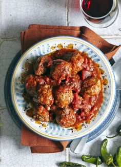 The best Spanish meatballs recipe: Smoky albondigas. These albondigas are made with beef and pork mince and served in a quick, rich tomato sauce. Make for easy tapas, or part of a dinner-party menu. Tapas Recipes, Meatball Recipes, Meat Recipes, Mexican Food Recipes, Cooking Recipes, Healthy Recipes, Ethnic Recipes, Catering Recipes, Shrimp Recipes