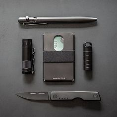 Understated elegance is the name of the game. Edc Gadgets, Everyday Carry Gear, Edc Tactical, Mens Gear, Slim Wallet, Black Ops, Carry On, Gears, Mens Fashion